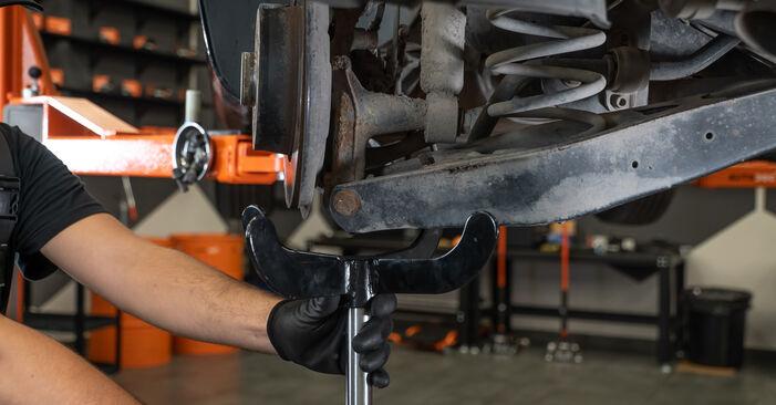 Колко време отнема смяната: Амортисьор на VW Passat CC 2011 - информативен PDF наръчник