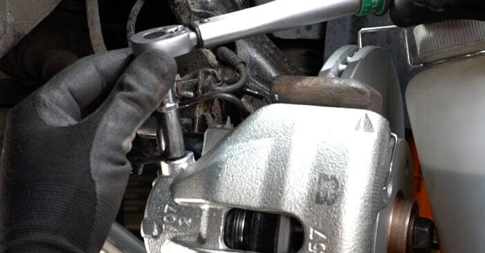 Hvordan skifte Bremsecaliper på AUDI A6 Avant (4B5, C5) 2002: Last ned PDF- og videoveiledninger