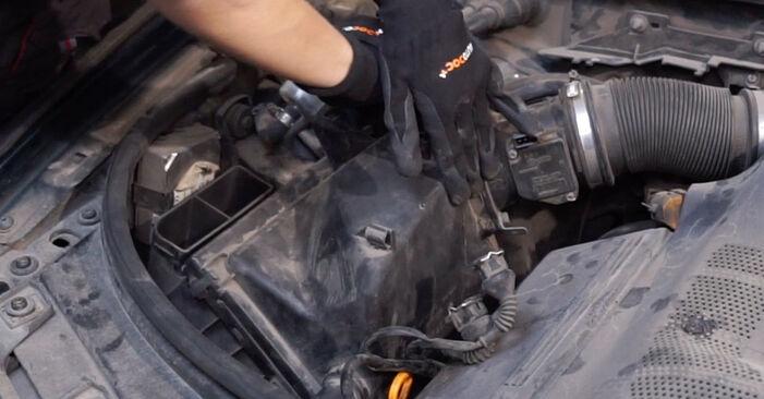 Schritt-für-Schritt-Anleitung zum selbstständigen Wechsel von Audi A6 C5 Avant 2001 1.8 T Luftfilter