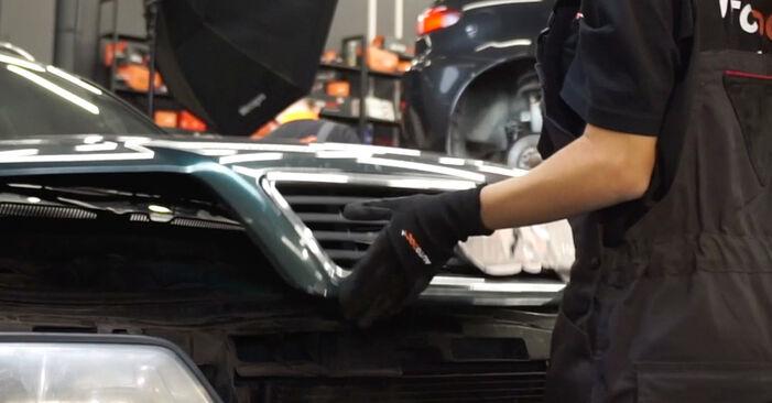 Wie schwer ist es, selbst zu reparieren: Luftfilter Audi A6 C5 Avant 1.8 T quattro 2003 Tausch - Downloaden Sie sich illustrierte Anleitungen