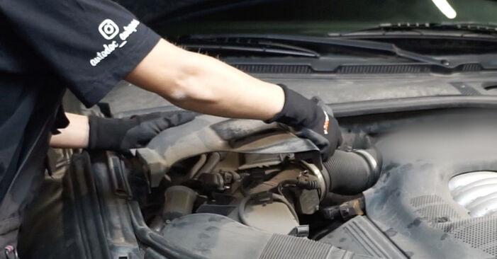 Luftfilter Audi A6 C5 Avant 2.4 1999 wechseln: Kostenlose Reparaturhandbücher