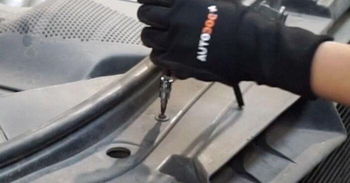 Wechseln Luftfilter am AUDI A6 Avant (4B5, C5) 2.5 TDI 2000 selber