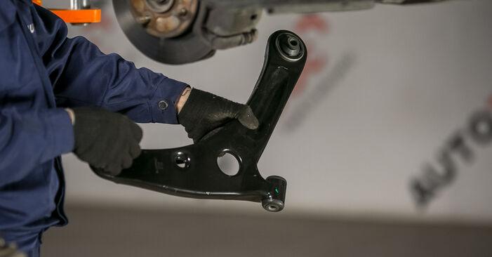 Wie schwer ist es, selbst zu reparieren: Querlenker Mitsubishi Colt Z30 1.1 LPG 2008 Tausch - Downloaden Sie sich illustrierte Anleitungen