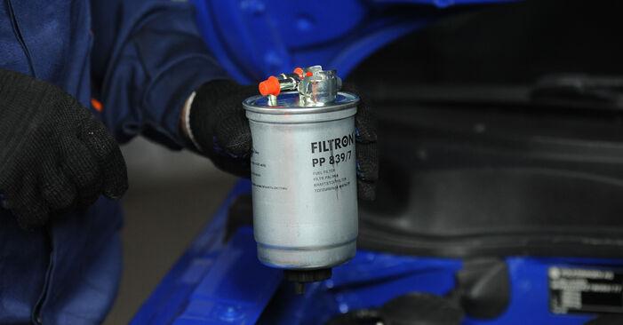 Wie schwer ist es, selbst zu reparieren: Kraftstofffilter Lupo 3L 1.6 GTI 2004 Tausch - Downloaden Sie sich illustrierte Anleitungen