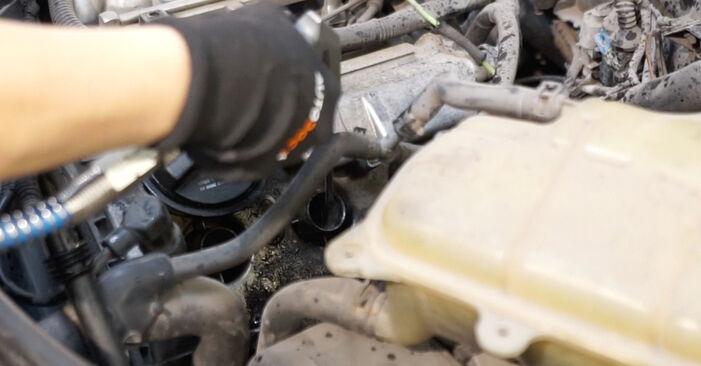Schritt-für-Schritt-Anleitung zum selbstständigen Wechsel von Audi A6 C5 Avant 2001 1.8 T Zündkerzen