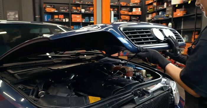 Wie Ölfilter Audi A4 B5 1.6 1994 tauschen - Kostenlose PDF- und Videoanleitungen