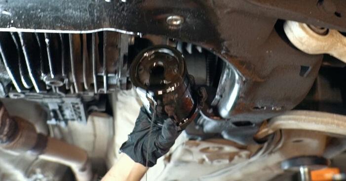 Ölfilter Ihres Audi A4 B5 1.6 1994 selbst Wechsel - Gratis Tutorial