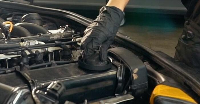 Wie schwer ist es, selbst zu reparieren: Ölfilter Audi A4 B5 S4 2.7 quattro 2000 Tausch - Downloaden Sie sich illustrierte Anleitungen