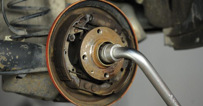 Смяна на VW LUPO 1.2 TDI 3L Комплект спирачна челюст: онлайн ръководства и видео уроци