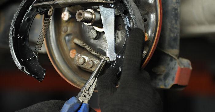 Не е трудно да го направим сами: смяна на Комплект спирачна челюст на VW Lupo 6x1 1.6 GTI 2004 - свали илюстрирано ръководство