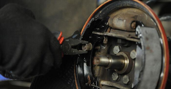 Колко време отнема смяната: Комплект спирачна челюст на VW Lupo 6x1 1998 - информативен PDF наръчник