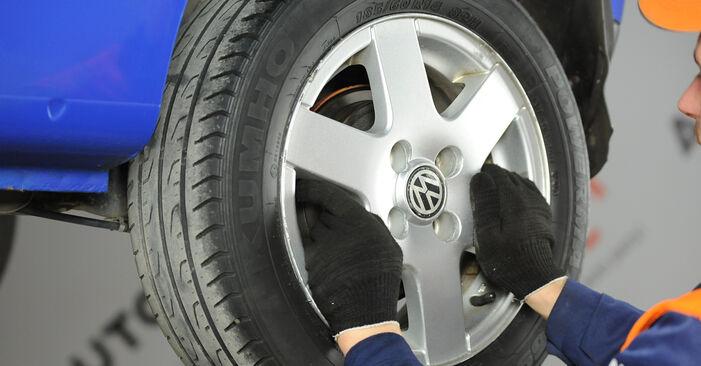 Как да сменим VW Lupo (6X1, 6E1) 1.2 TDI 3L 1999 Комплект спирачна челюст - стъпка по стъпка инструкции и видео ръководства