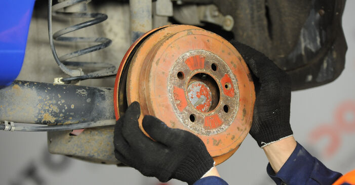 Bremstrommel beim VW LUPO 1.4 FSI 2005 selber erneuern - DIY-Manual