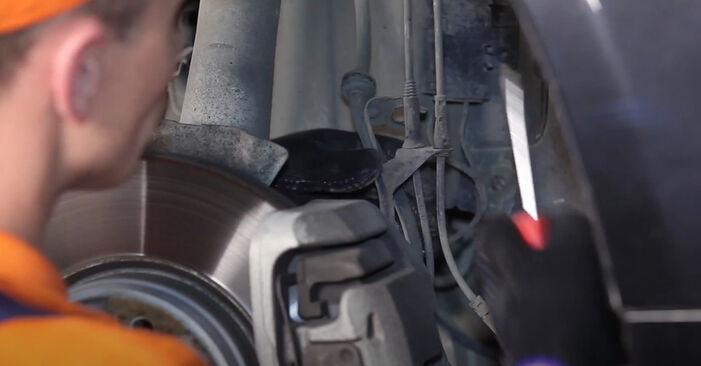 Wie Domlager BMW 5 Limousine (E60) 525d 2.5 2002 austauschen - Schrittweise Handbücher und Videoanleitungen
