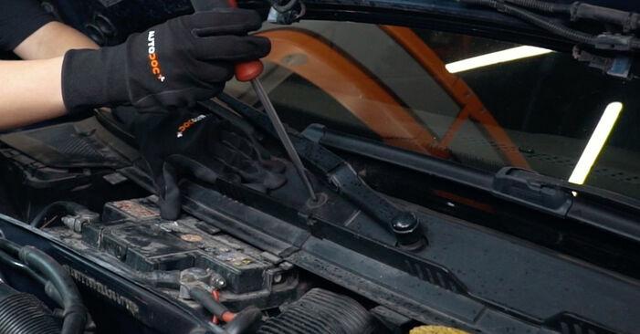 Austauschen Anleitung Innenraumfilter am Audi A4 B5 1996 1.6 selbst