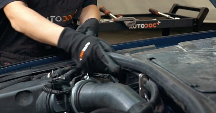 Innenraumfilter Audi A4 B5 1.8 1996 wechseln: Kostenlose Reparaturhandbücher