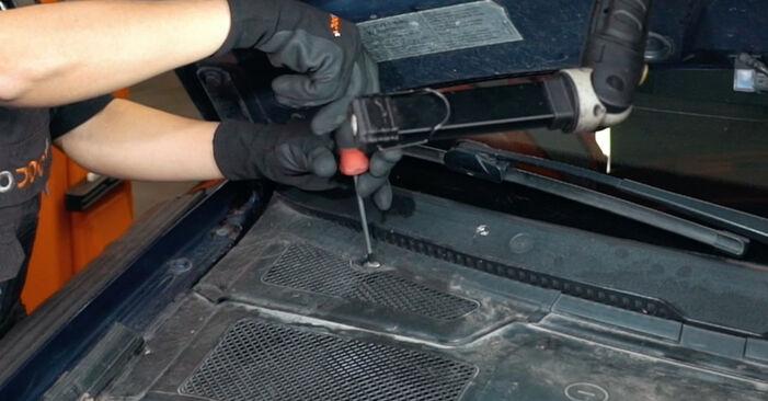 Wechseln Innenraumfilter am AUDI A4 Limousine (8D2, B5) 1.8 T 1997 selber