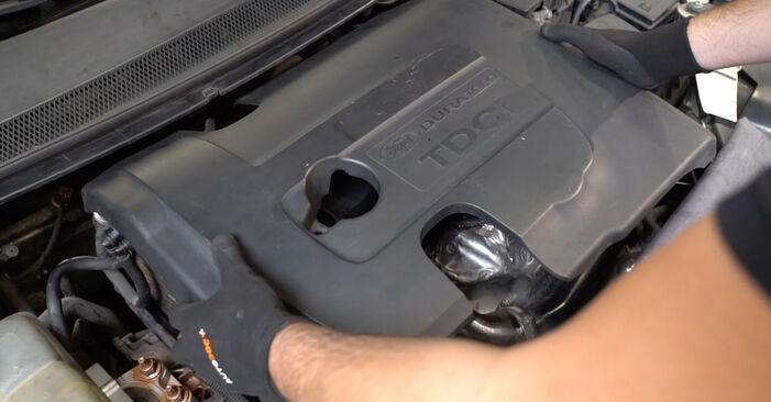 Ford Focus mk2 Sedanas 1.8 TDCi 2007 Egr Vožtuvas keitimas: nemokamos remonto instrukcijos