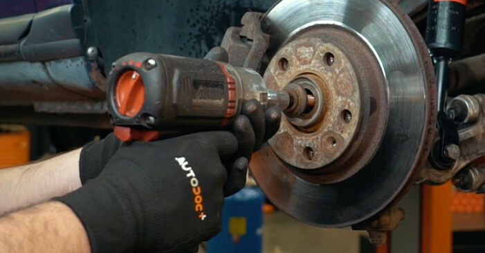 Remplacer Amortisseurs sur Audi A4 B5 1996 1.6 par vous-même