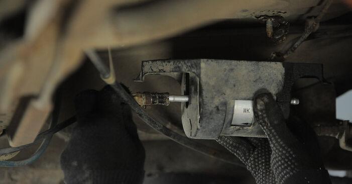 Kraftstofffilter Ihres Golf 3 2.8 VR6 1991 selbst Wechsel - Gratis Tutorial