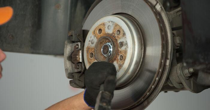 Tidsforbruk: Bytte av Hjullager på BMW E60 2009 – informativ PDF-veiledning