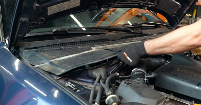 Zweckdienliche Tipps zum Austausch von Federn beim AUDI A4 Limousine (8D2, B5) 1.8 2000