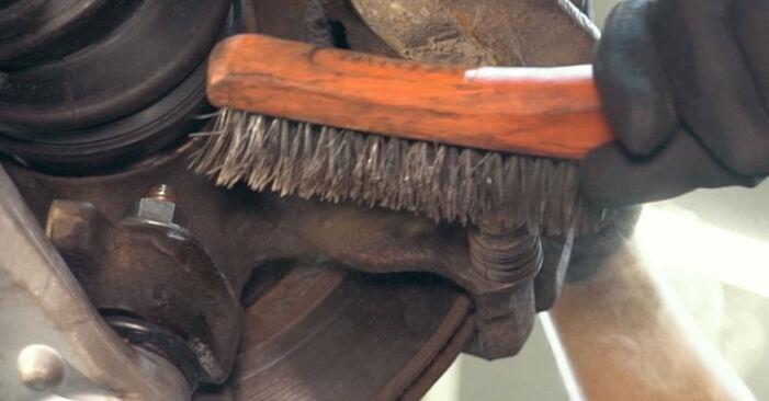 Wie schwer ist es, selbst zu reparieren: Bremsbeläge Audi A4 B5 S4 2.7 quattro 2000 Tausch - Downloaden Sie sich illustrierte Anleitungen