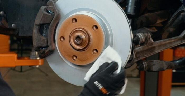 Wie schwer ist es, selbst zu reparieren: Bremsscheiben Audi A4 B5 S4 2.7 quattro 2000 Tausch - Downloaden Sie sich illustrierte Anleitungen
