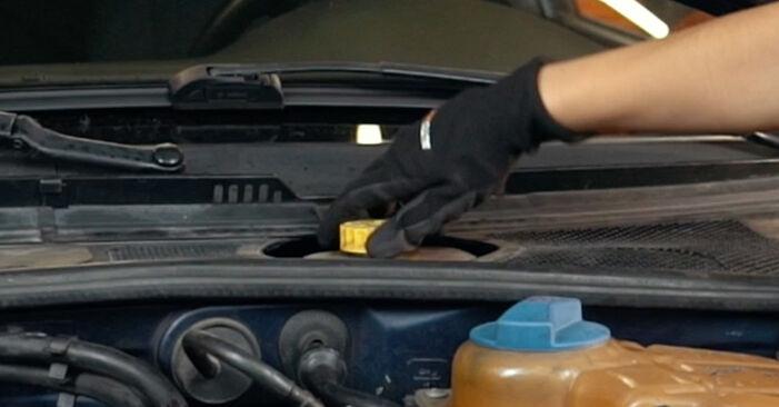 Austauschen Anleitung Bremsscheiben am Audi A4 B5 1996 1.6 selbst