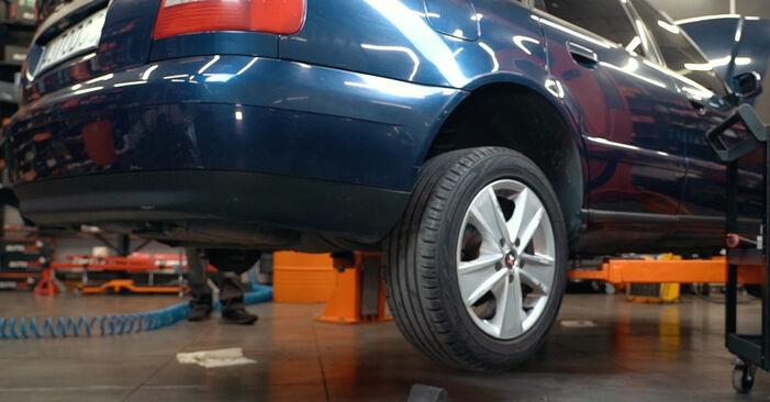 Bremsbeläge Audi A4 B5 1.8 1996 wechseln: Kostenlose Reparaturhandbücher