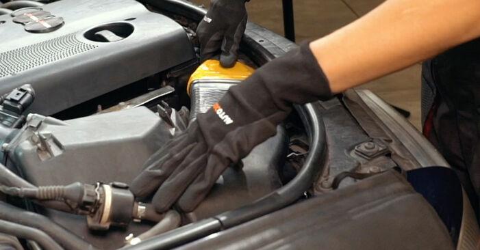 Zweckdienliche Tipps zum Austausch von Luftmassenmesser beim AUDI A4 Limousine (8D2, B5) 1.8 2000
