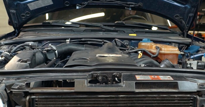 Wie Luftmassenmesser Audi A4 B5 1.6 1994 tauschen - Kostenlose PDF- und Videoanleitungen