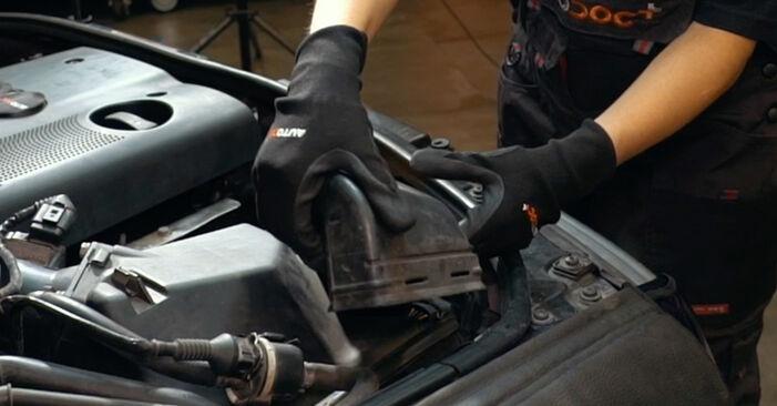 Luftmassenmesser Audi A4 B5 1.8 1996 wechseln: Kostenlose Reparaturhandbücher