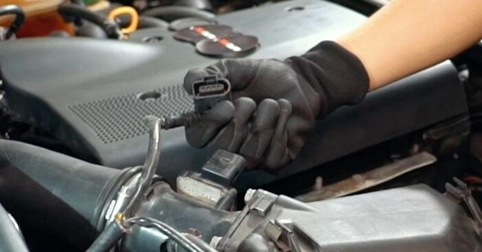Luftmassenmesser am AUDI A4 Limousine (8D2, B5) 1.9 TDI quattro 1999 wechseln – Laden Sie sich PDF-Handbücher und Videoanleitungen herunter