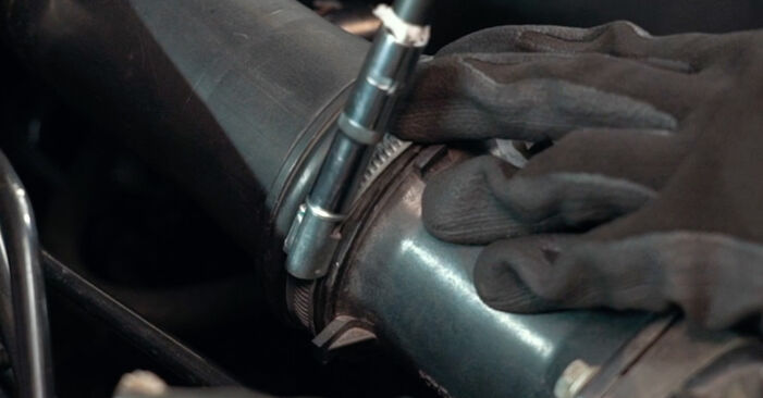 Wie schwer ist es, selbst zu reparieren: Luftmassenmesser Audi A4 B5 S4 2.7 quattro 2000 Tausch - Downloaden Sie sich illustrierte Anleitungen