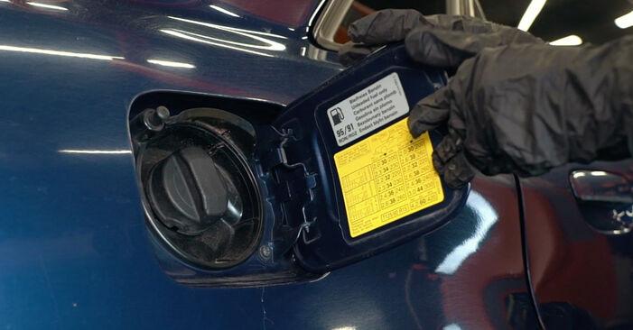 Wie Kraftstofffilter Audi A4 B5 1.6 1994 tauschen - Kostenlose PDF- und Videoanleitungen