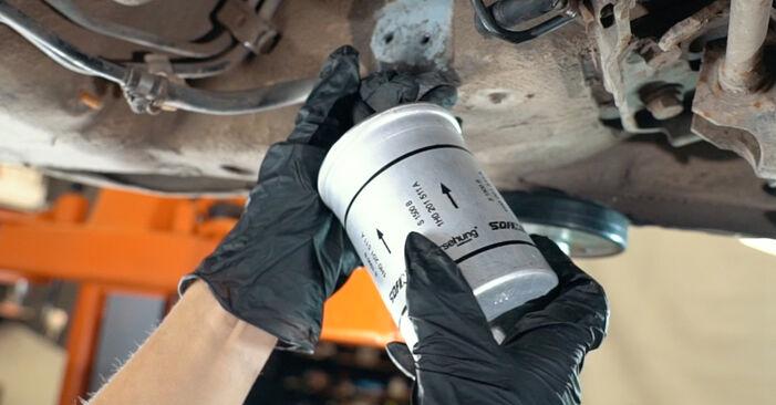 AUDI A4 1.9 TDI Kraftstofffilter ausbauen: Anweisungen und Video-Tutorials online
