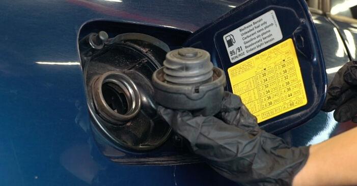 Wie Kraftstofffilter AUDI A4 Limousine (8D2, B5) 1.9 TDI 1995 austauschen - Schrittweise Handbücher und Videoanleitungen