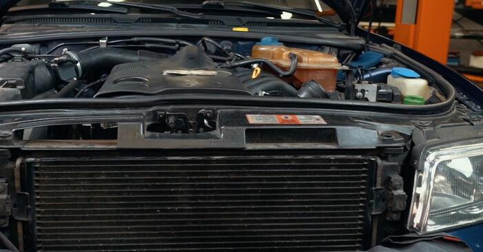 Wechseln Kraftstofffilter am AUDI A4 Limousine (8D2, B5) 1.8 T 1997 selber