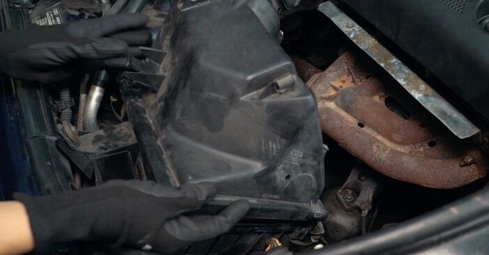Tausch Tutorial Luftfilter am AUDI A4 Limousine (8D2, B5) 1998 wechselt - Tipps und Tricks