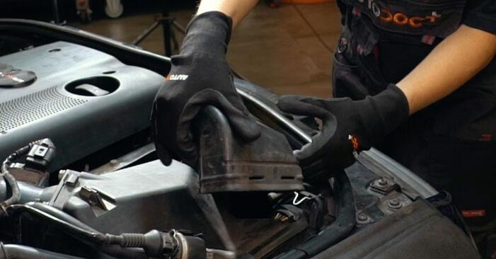 Luftfilter Audi A4 B5 1.8 1996 wechseln: Kostenlose Reparaturhandbücher