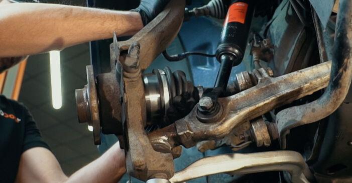 Wie Achsmanschette AUDI A4 Limousine (8D2, B5) 1.9 TDI 1995 austauschen - Schrittweise Handbücher und Videoanleitungen
