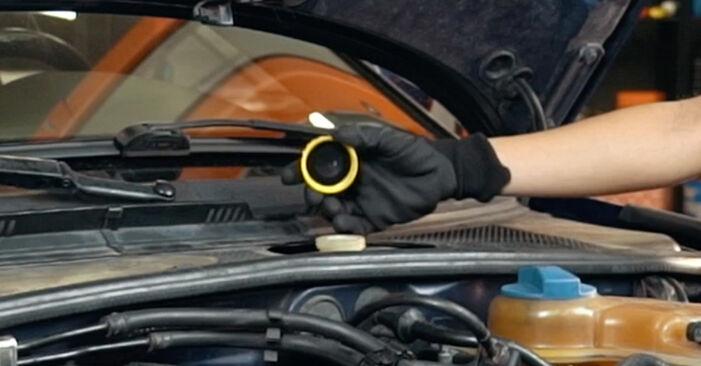 Kaip pakeisti Stabdžių apkaba la Audi A4 B5 1994 - nemokamos PDF ir vaizdo pamokos