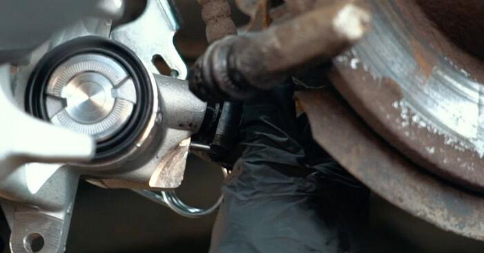 Audi A4 B5 1.9 TDI 1996 Stabdžių apkaba keitimas: nemokamos remonto instrukcijos