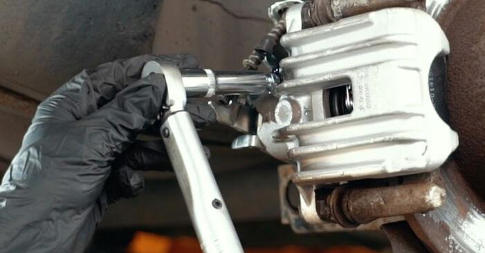 Išsamios Audi A4 B5 1999 1.8 T quattro Stabdžių apkaba keitimo rekomendacijos