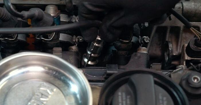Austauschen Anleitung Zündkerzen am Audi A4 B5 1996 1.6 selbst