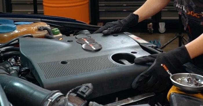 Tausch Tutorial Zündkerzen am AUDI A4 Limousine (8D2, B5) 1998 wechselt - Tipps und Tricks