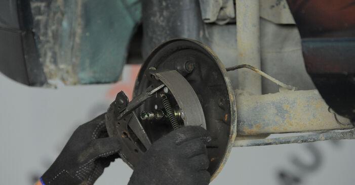 Tausch Tutorial Bremsbacken am VW GOLF III (1H1) 1995 wechselt - Tipps und Tricks