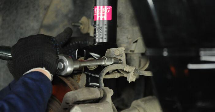Bytte Støtdemper på Dodge Caliber SRT4 2016 2.0 CRD alene
