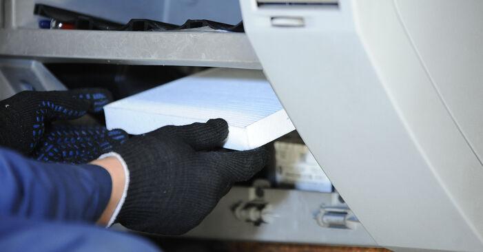 Wie schwer ist es, selbst zu reparieren: Innenraumfilter Dodge Caliber SRT4 2.4 SRT4 AWD 2012 Tausch - Downloaden Sie sich illustrierte Anleitungen
